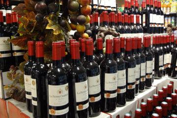 Klant koopt minder wijn in supermarkt